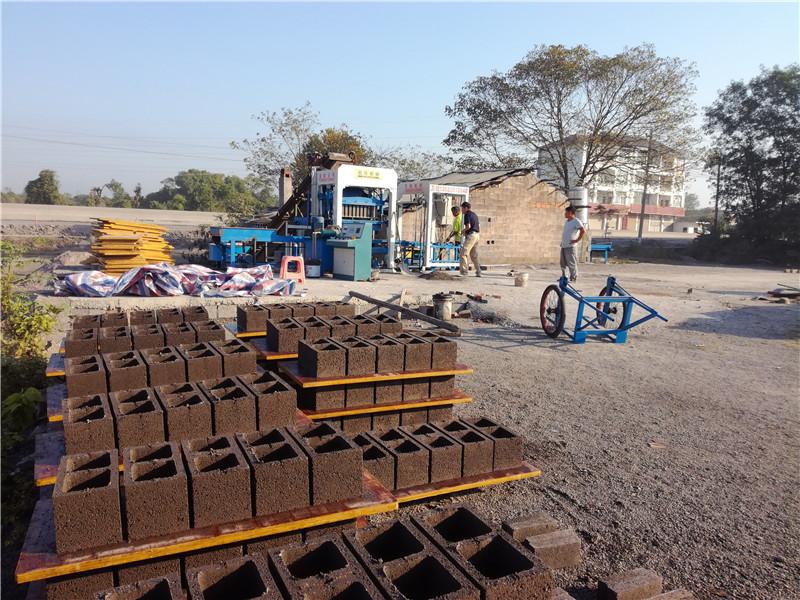 江西上饶班产1万块水泥空心砖机生产线图片