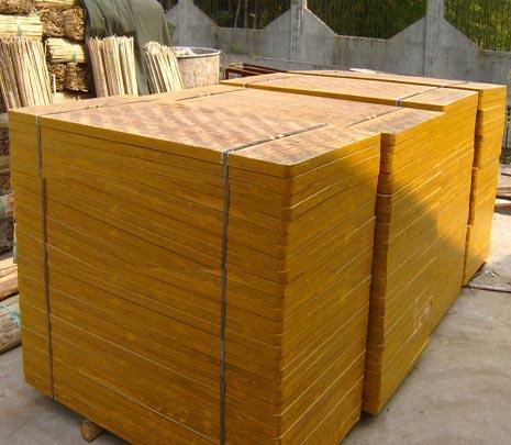 详解免烧砖机竹托板-免烧砖机配套必不可少的辅助品