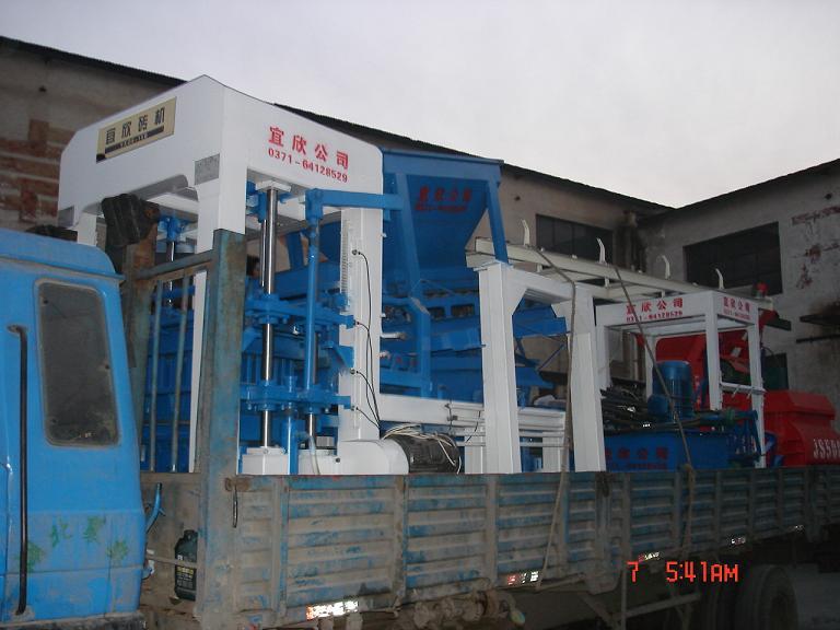 湖北襄樊免烧砖机发货现场