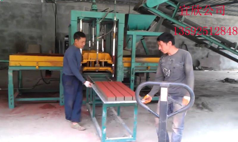 5-15免ysb288易胜博官网机生产彩砖的现场图片
